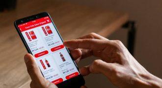 Aplicativo de entrega sem taxa da Coca-Cola chega ao Brasil com foco em pequenos varejistas